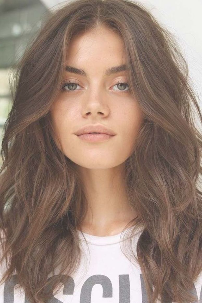 Medium Wavy Hairstyle For Wide Chin  Perfe