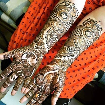 Best Mehndi Design to try on this Karva Chauth