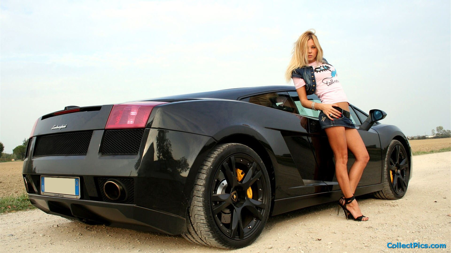 See Awesome Cars and Sexy Girls in 11 Breathtaking Photos