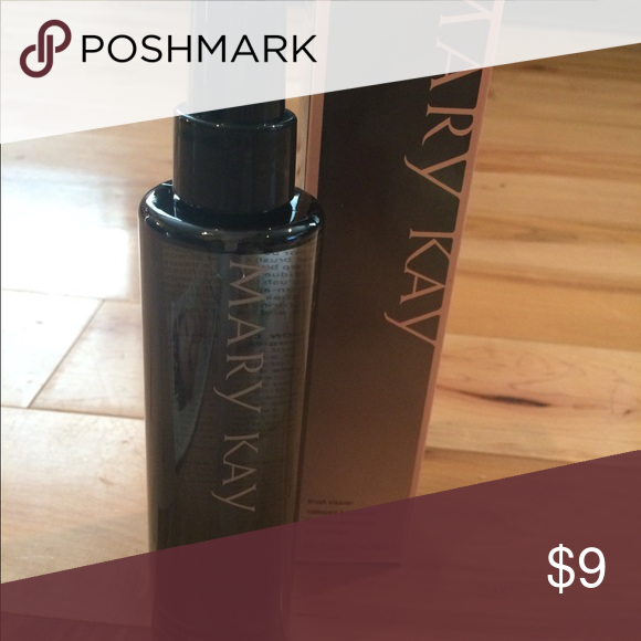 Mary Kay makeup brush cleaner awesome! NWT Makeup brush