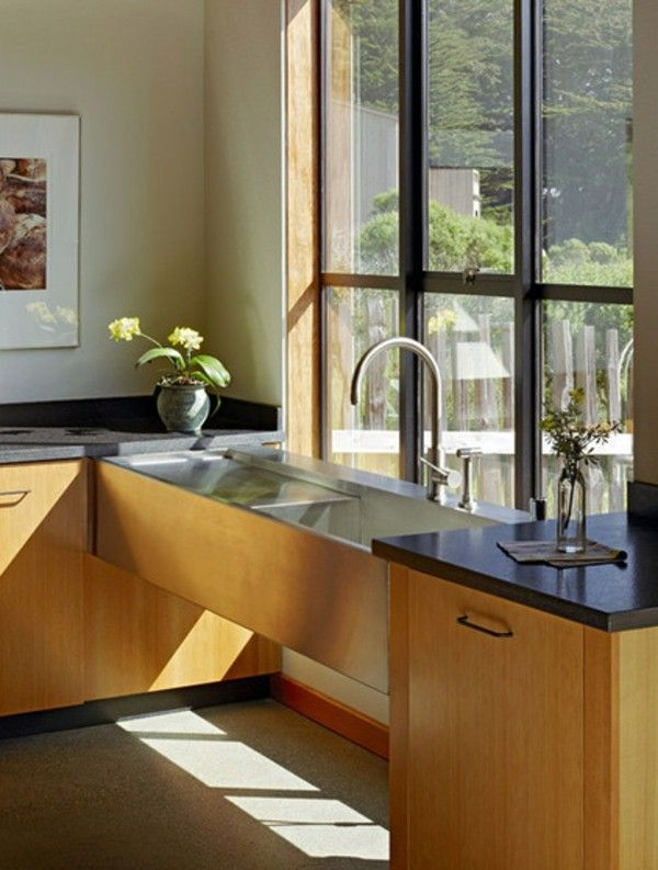 Kuche Small Kitchen Ideas And Solutions For Low Window Sills. Kueche  Fensterfarbtoene Modell.