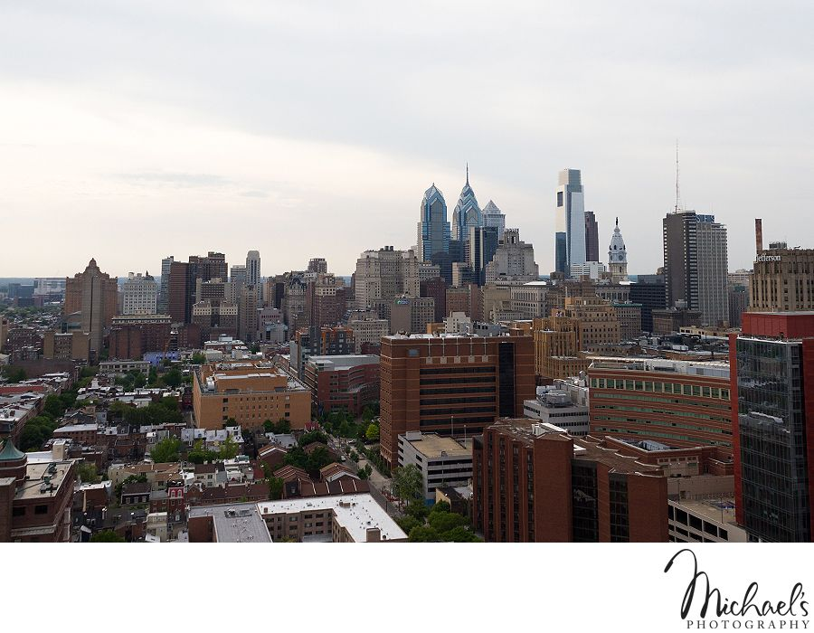 View Of Philadelphia Skyline From The Hopkinson House Contemporary Wedding Photography Philadelphia Wedding Photo Philadelphia Skyline