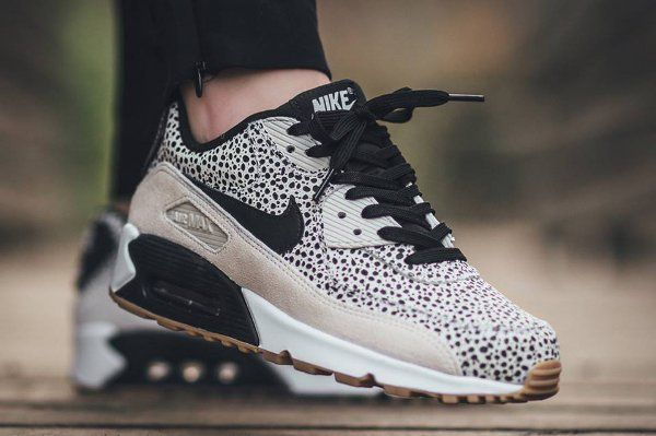 the latest b821e 10637 Nike Air Max 90 Safari White Black-Gum Light Brown (1)