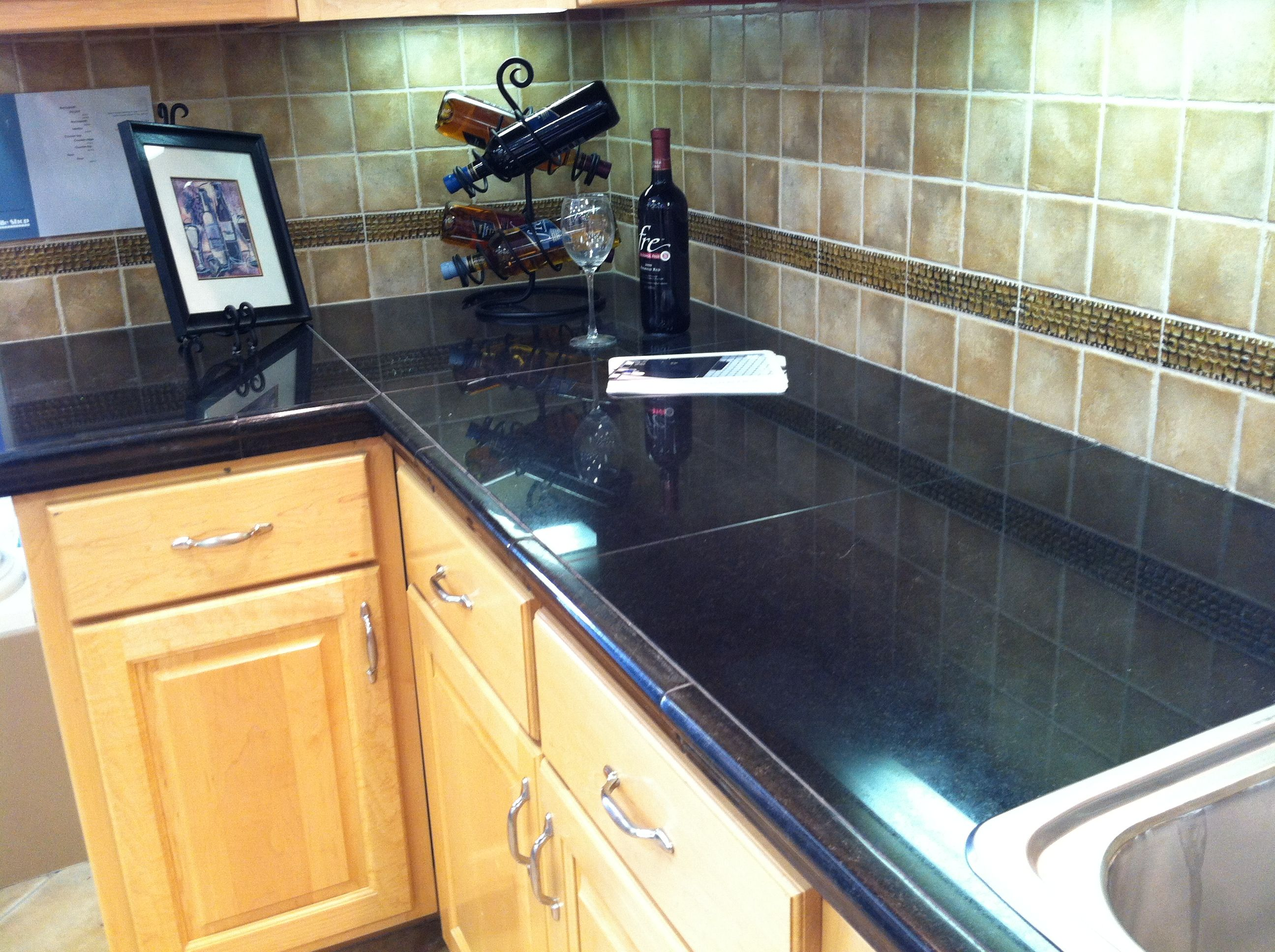 Tiled countertop instead of slab