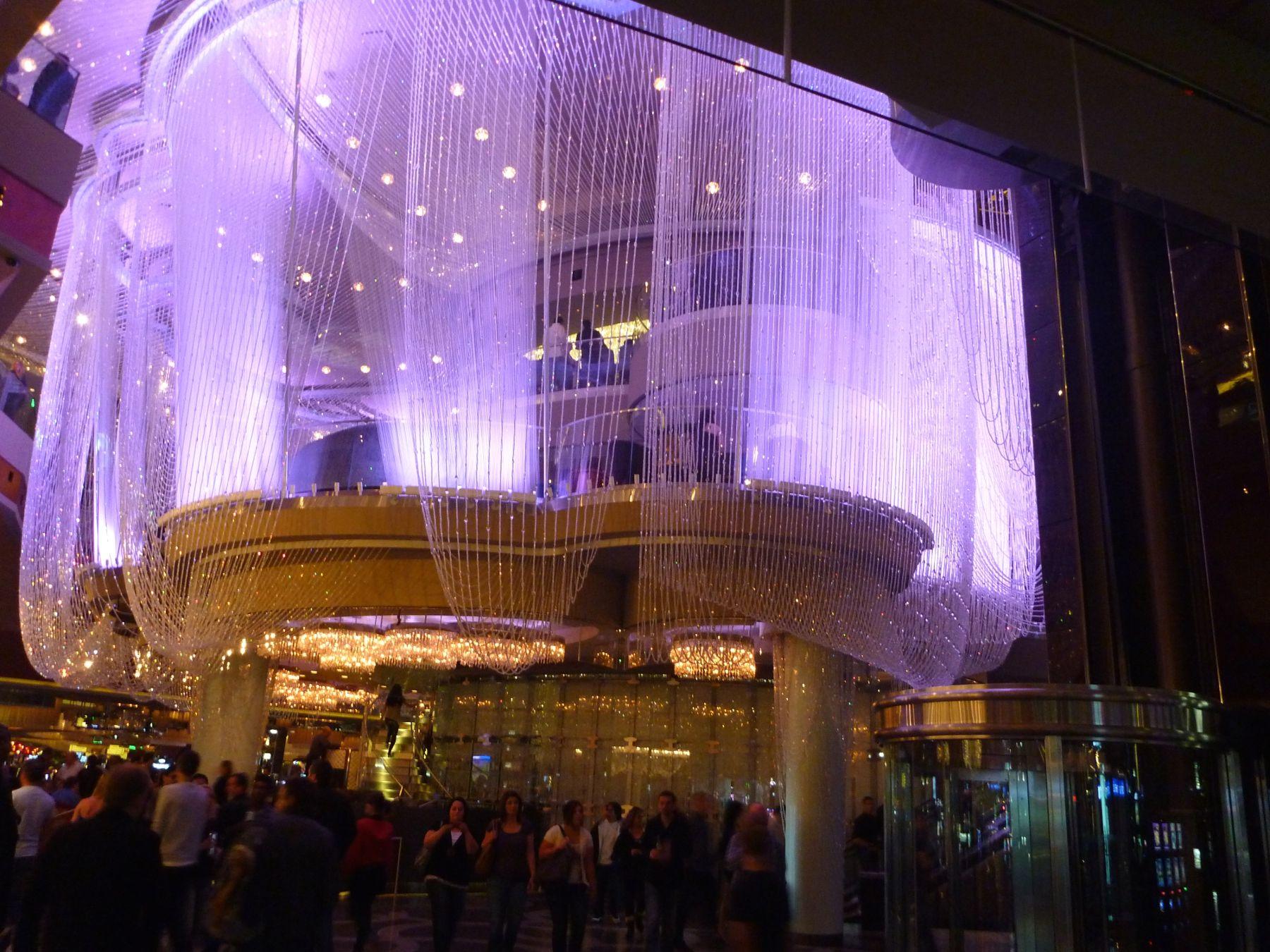 Crystal Clear Chandelier Bar Cosmopolitan Hotel Resort The Chandeliercrystal Chandelierslas Vegas
