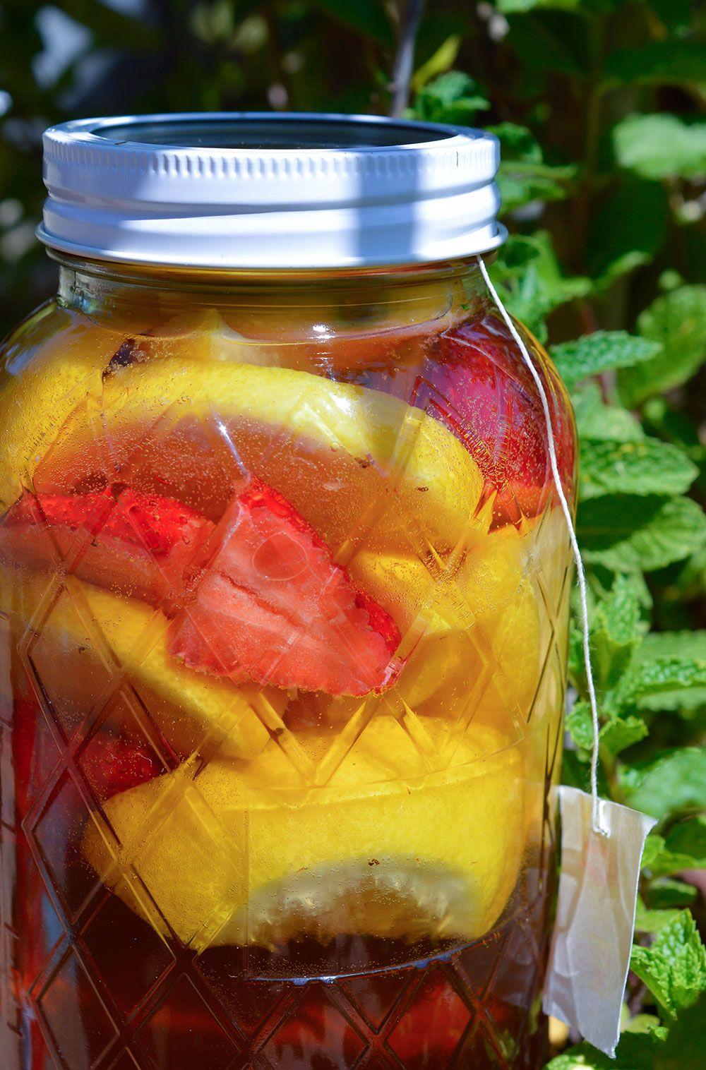 Strawberry Lemonade Sun Tea Recipe - WonkyWonderful