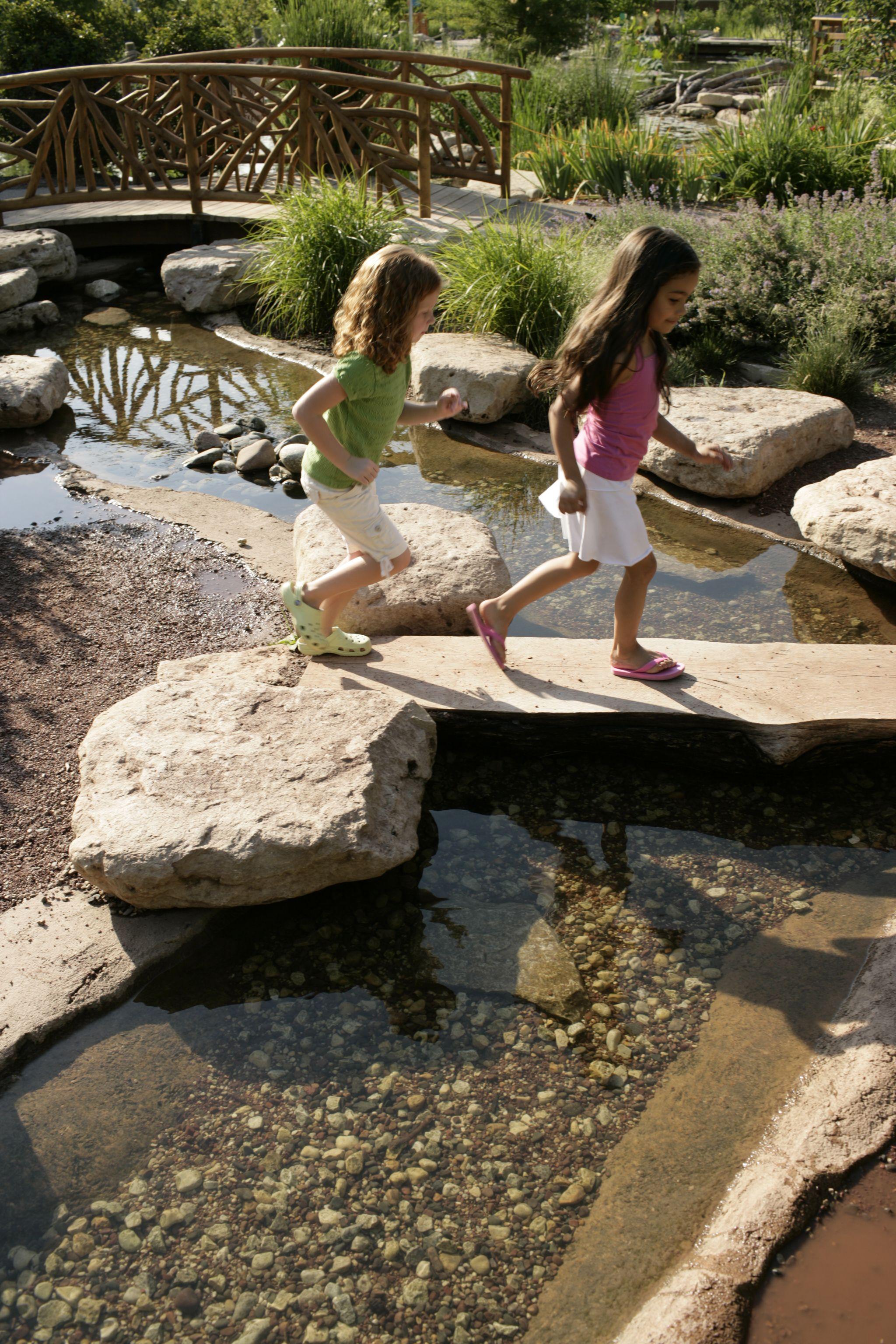 Secret stream kids nature play children 39 s garden pinterest - Le jardin secret streaming ...