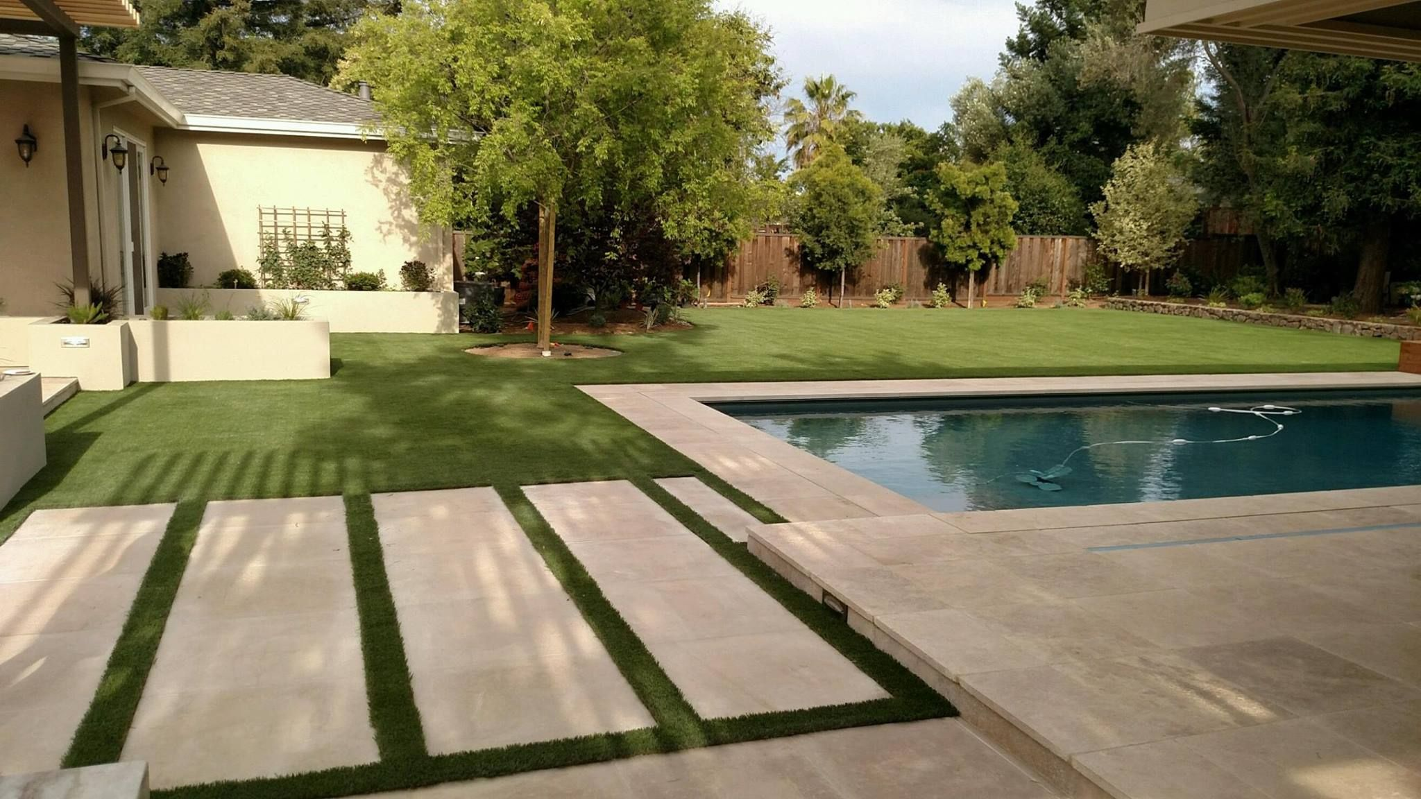 Modern California Backyard With Sleek Paving Design Synlawn Artificial Grass And Pool Paving Design California Backyard Backyard