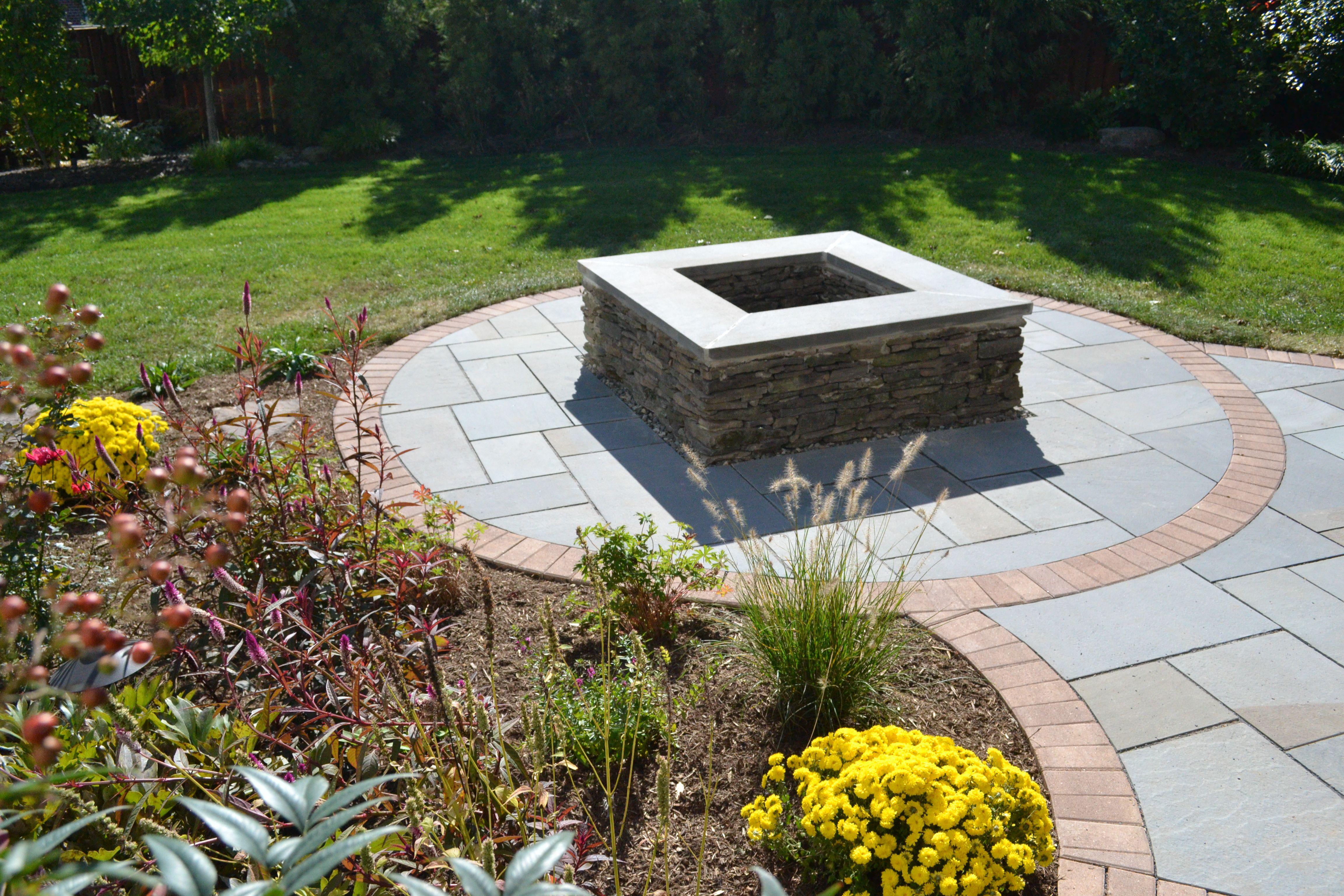 Square fire pit brick and flagstone patio and garden for Square patio design ideas