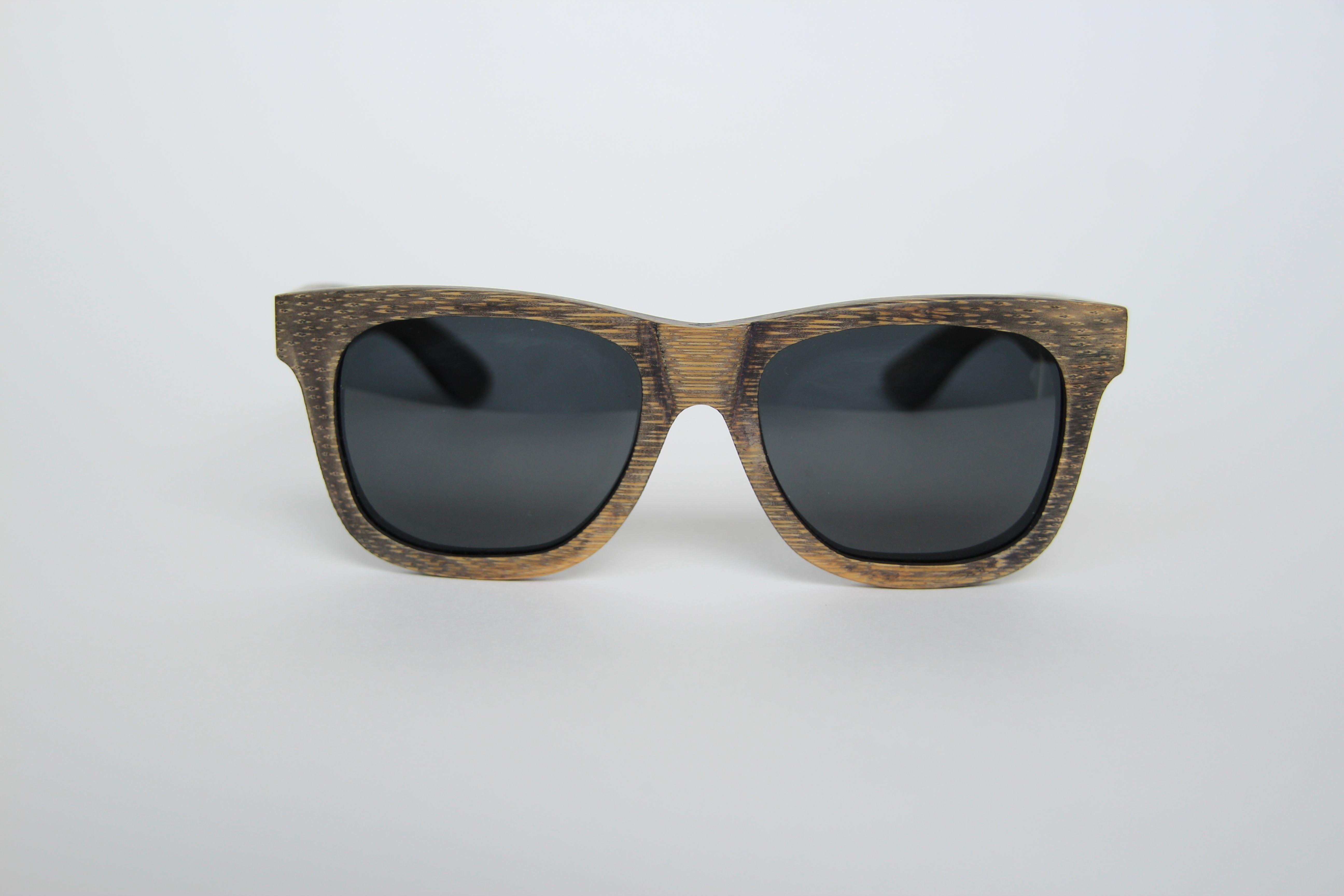 Zonnebril Lichte Glazen : Deze houten zonnebril is gebaseerd op het bekende en tijdloze