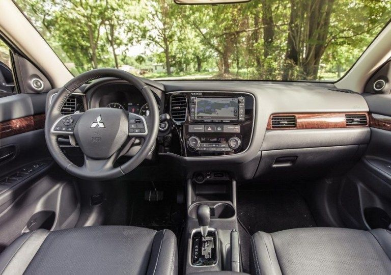 New 2020 Mitsubishi Outlander Interior