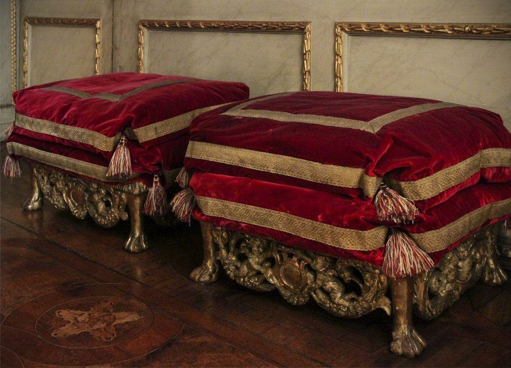 Ham house red velvet chair gold ottoman ottoman