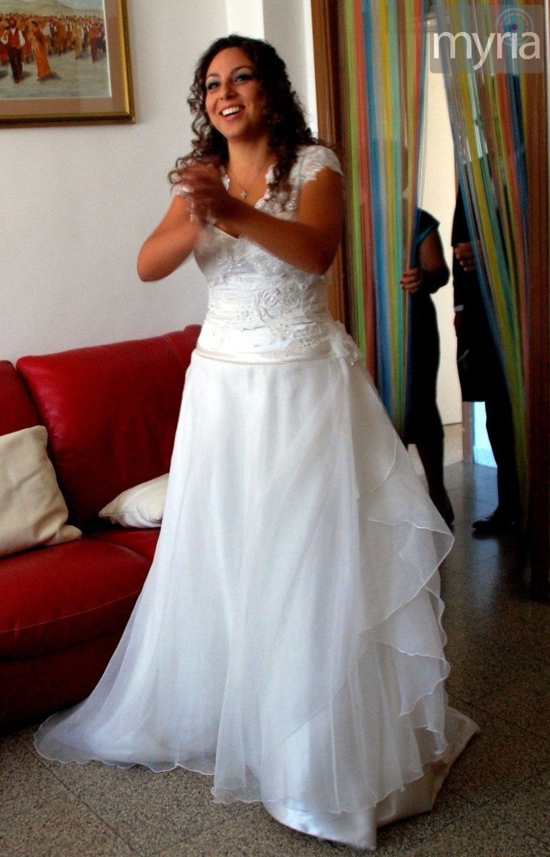 Ilaria's Italian wedding in a white dress with short sleeves
