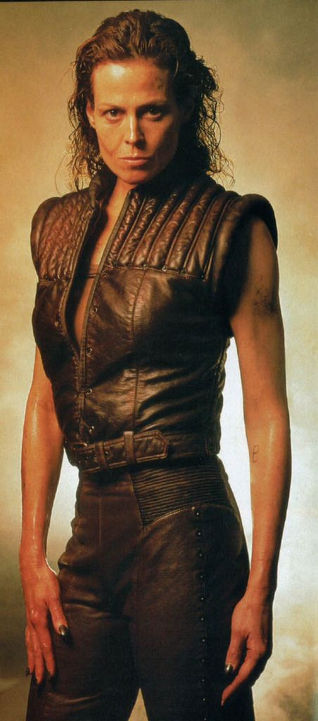 Ellen Ripley, Alien(s)! Like the vest and the vaguely un-tidy look.