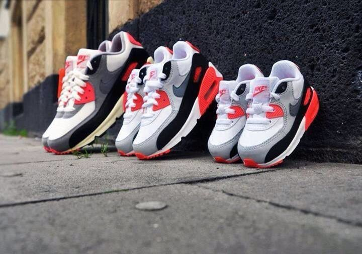 faa9bf87e5e9f3  Nike  Gray  Red  White  Black  Family  Sneakers