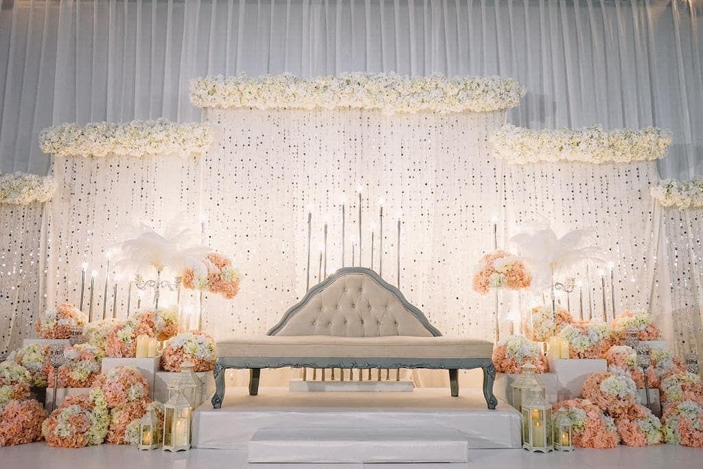 Melaka Wedding On Instagram A Comfortable Spot For Those Who Like Simplicity Pernikahan Pernikahanmuslim Idenikah Wedding Decorations Wedding Decor