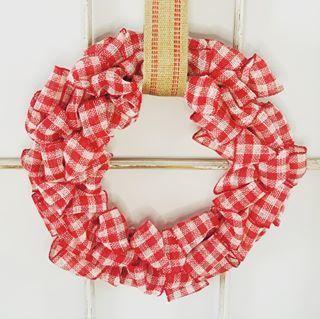Photo of in DIY· DIY GIFT IDEAS· DIY HOME DECOR· DIY TUTORIALS Easy Fall Burlap Wreath…