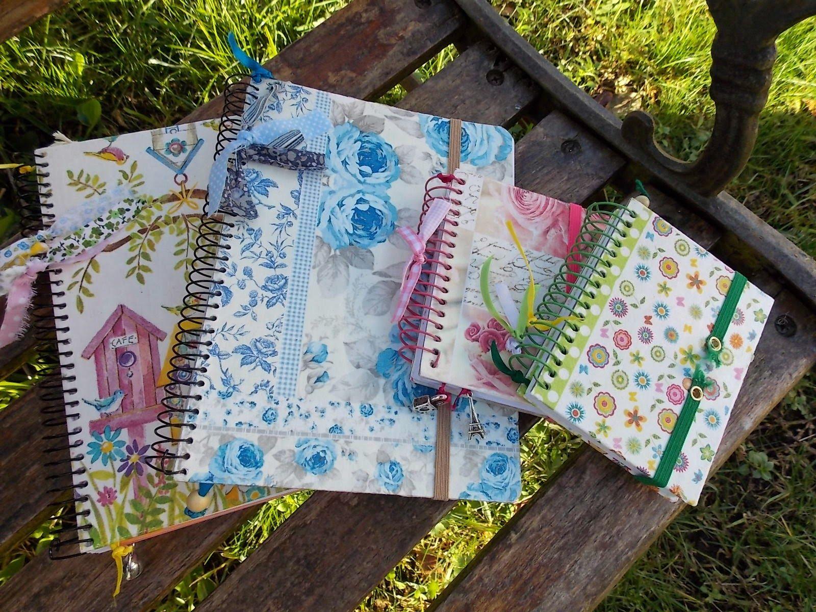 Libretas forradas con servilletas de papel y decoradas con - Servilletas decoradas de papel ...