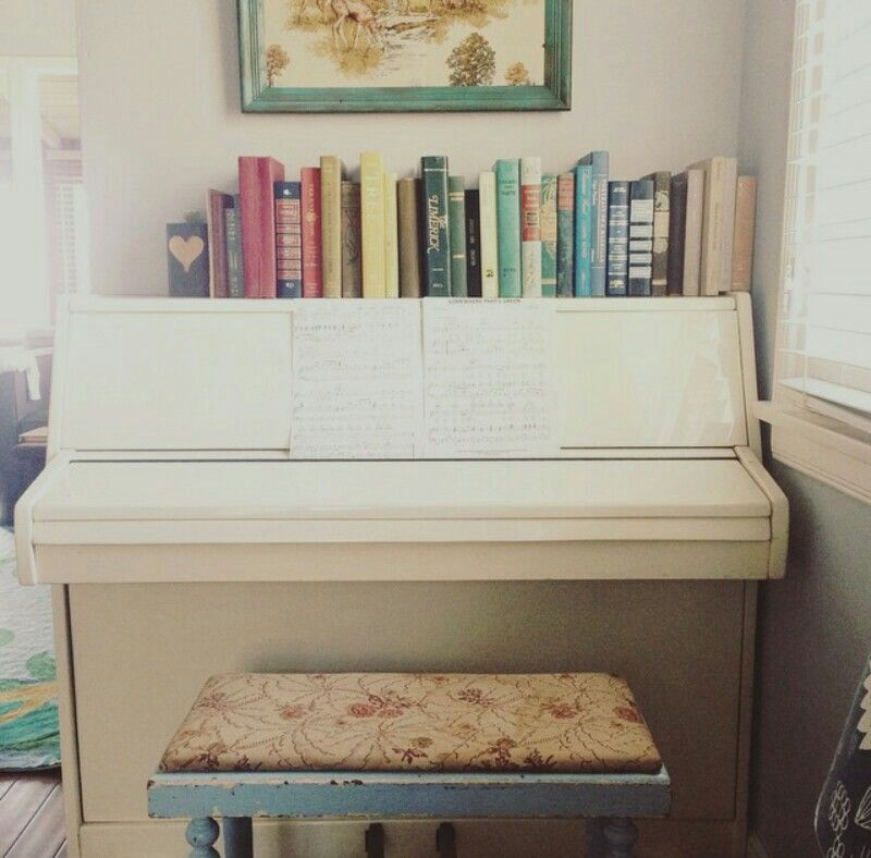 If you have a cute piano but don't know how to decorate it or if your planning on getting a piano, this is a great inspiration on how to decorate it. And honestly you don't even need to get books you like. Just get hardcover books that you have and aren't afraid to mess with and spray paint them over. You can always decorate it the way you like and make it look unique!