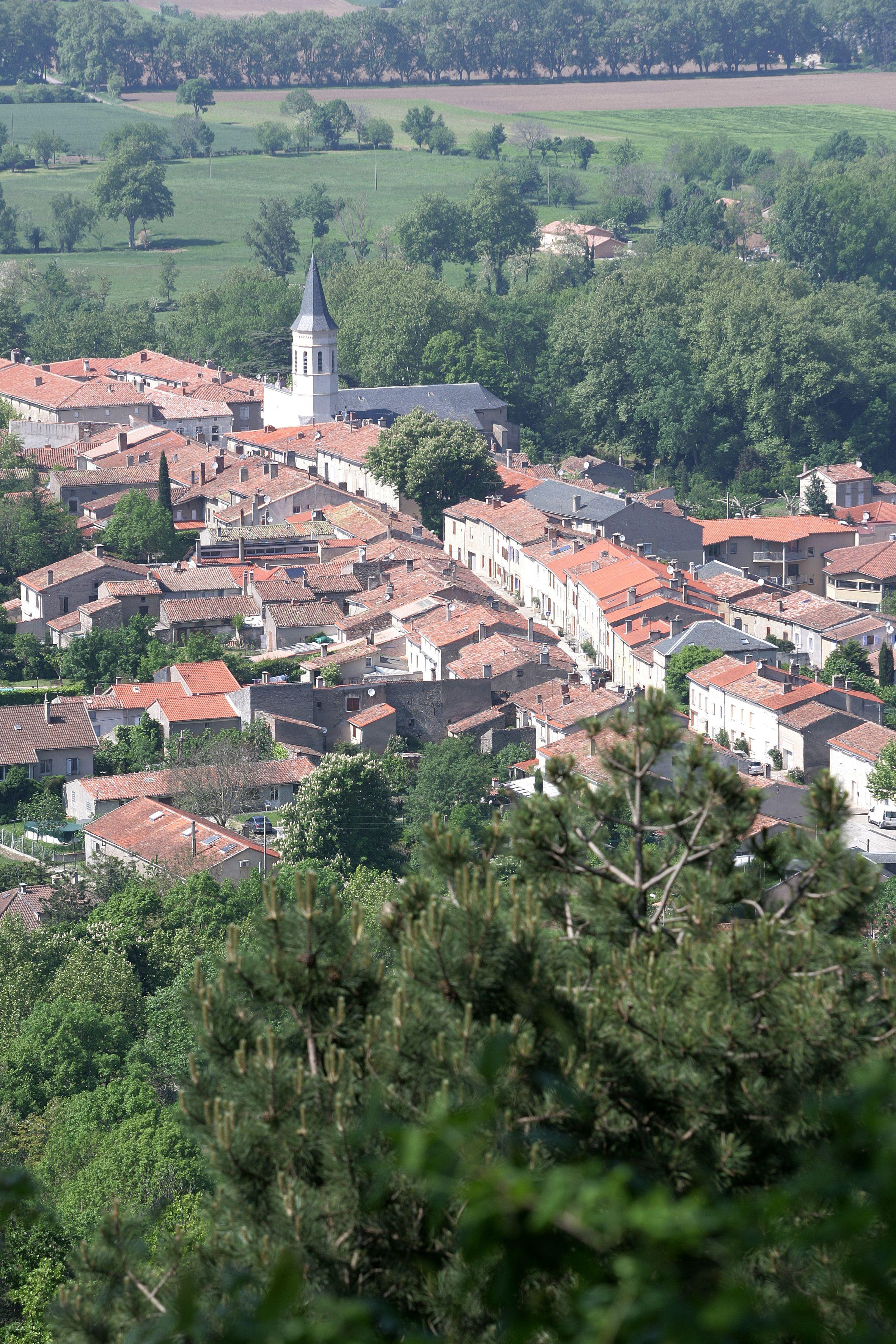Village De Dourgne Au Pied De La Montagne Noire Tarn Parc Naturel Du Haut Languedoc Paysage France Parc Naturel Les Regions De France