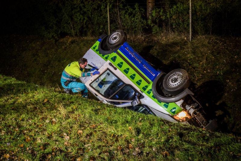 Busje Belandt Op De Kop In Sloot Langs A270 Bij Nuenen Brabant Actueel Toy Car