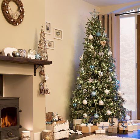 Nordic Shelter- Penguin & white Christmas baubles ...