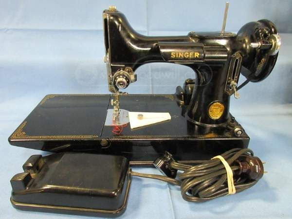 Vintage Singer Featherweight Sewing Machine ...