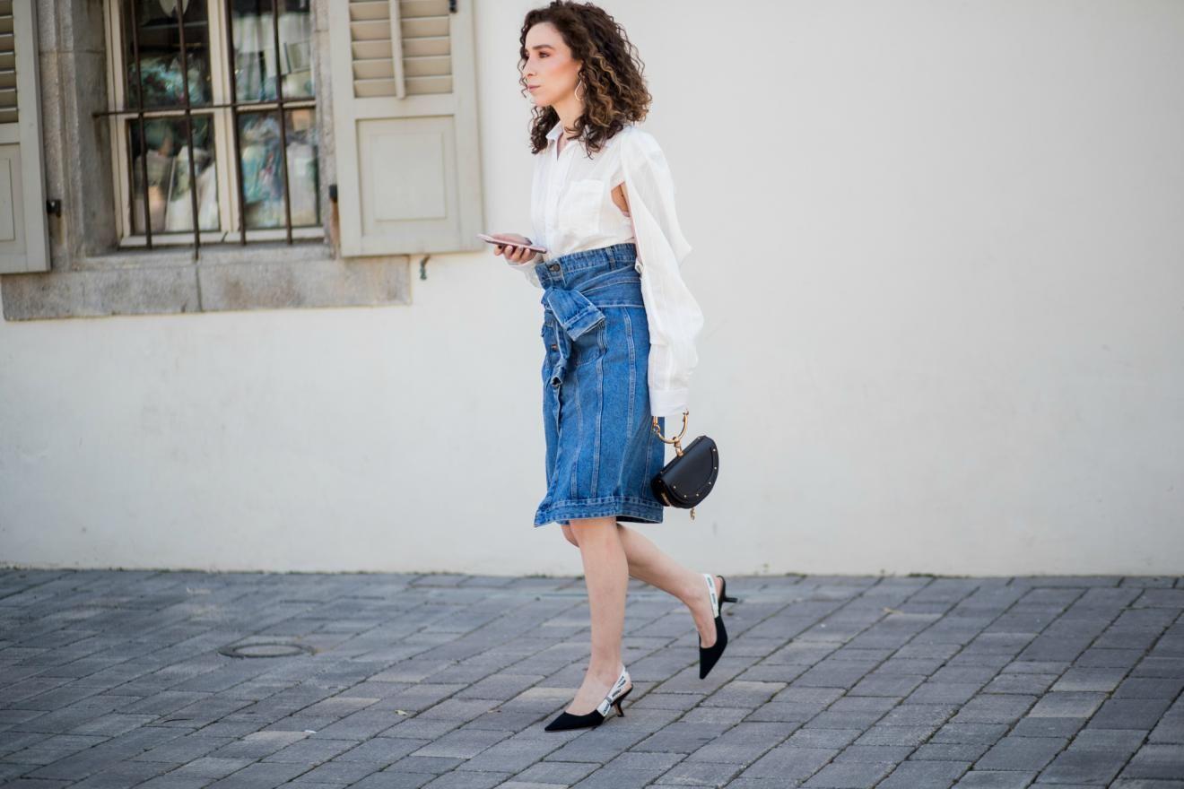 7d3eb3af0a72 Lange Jeansröcke: So stylst du den Mode-Trend 2018 im Sommer ...