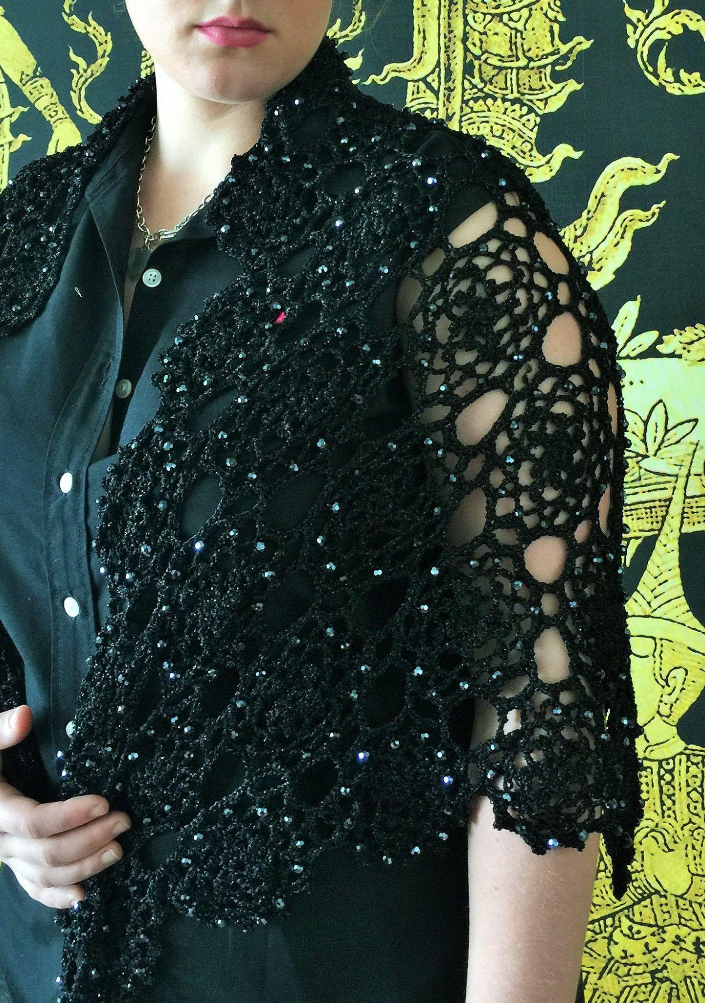 Black Beaded Lace Shawl Pattern by Yoko Hatta (風工房).