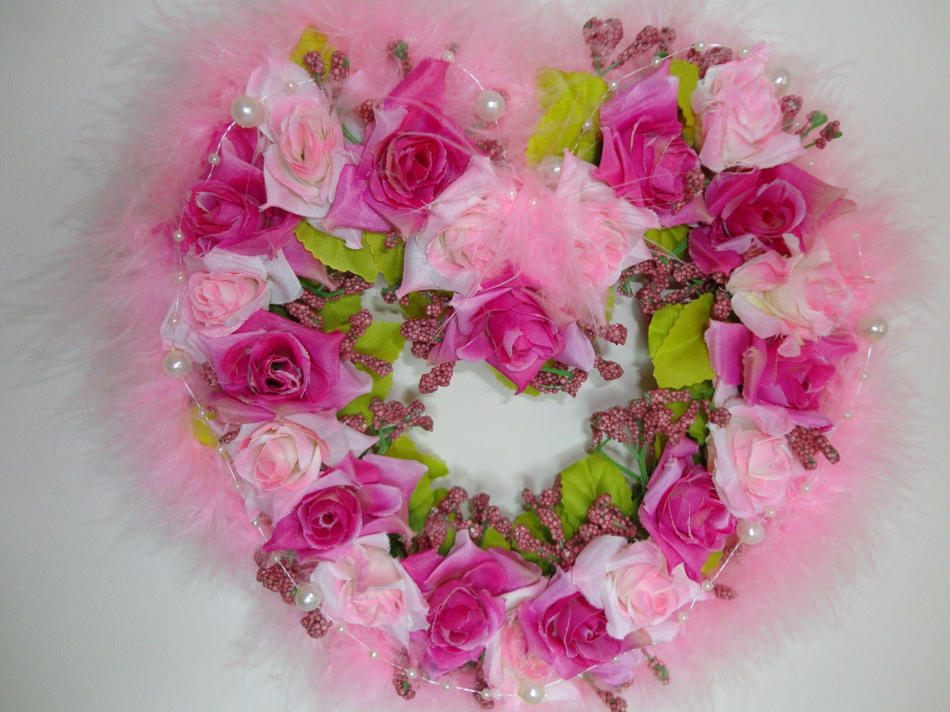 Couronne de fleurs roses en forme de c ur couronne de for Coeur couronne et miroir apollinaire