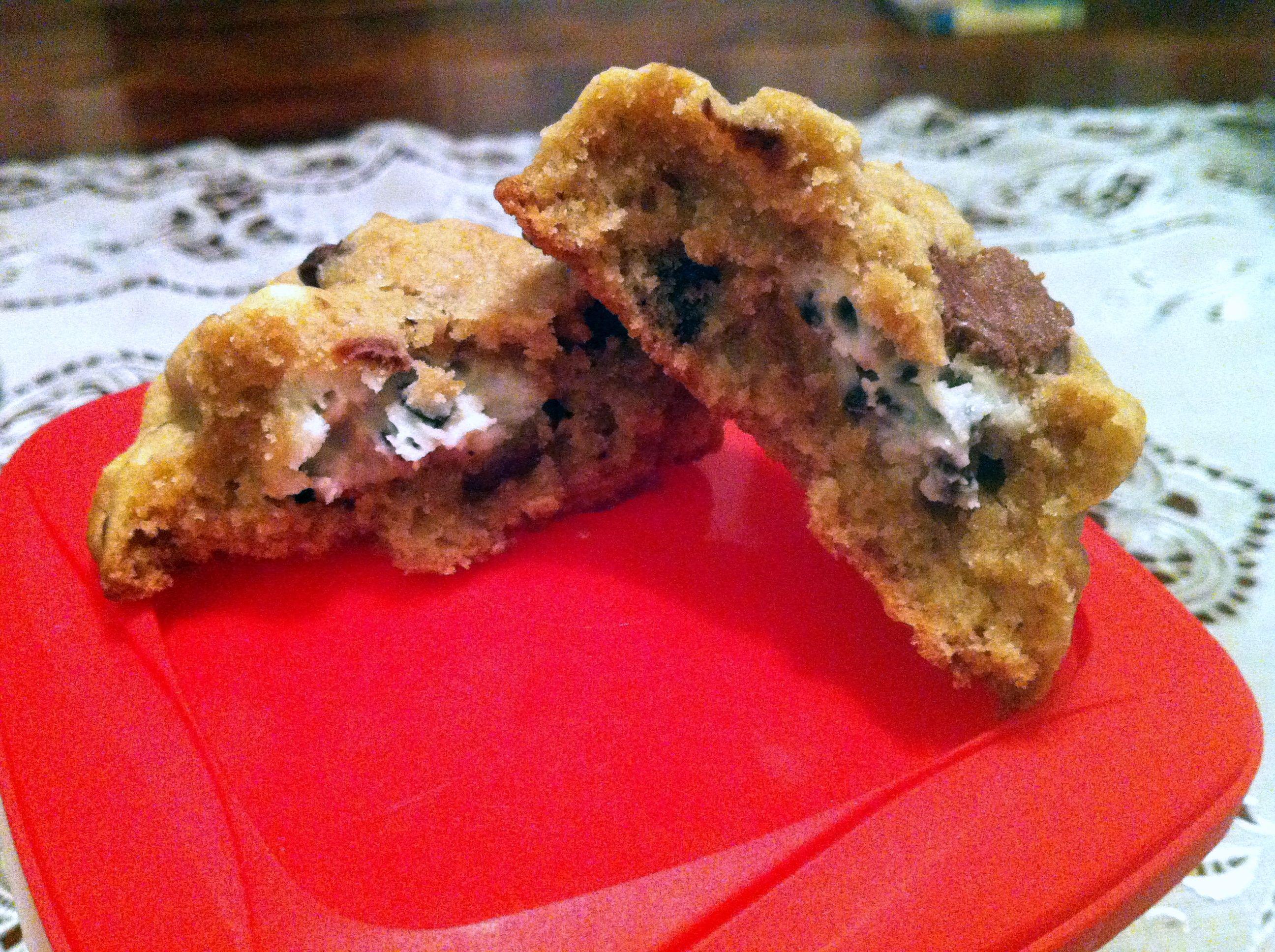 Cookies 'n' Creme Stuffed Chocolate Chip Cookies