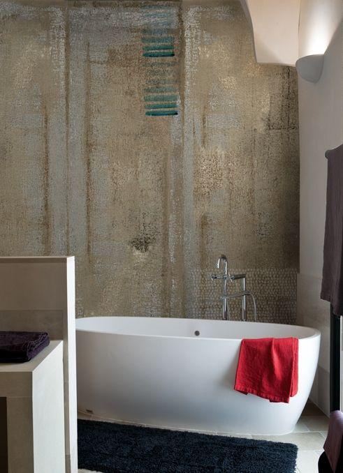 Wasserdicht: Bäder und Duschwände mit italienischer Design-Tapete ...