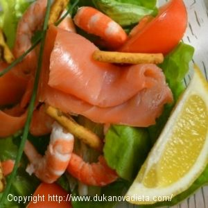 Údený losos so zeleninovým šalátom