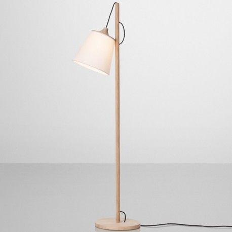 PULL du studio Whatswhat est un lampadaire avec un abat-jour ajustable.
