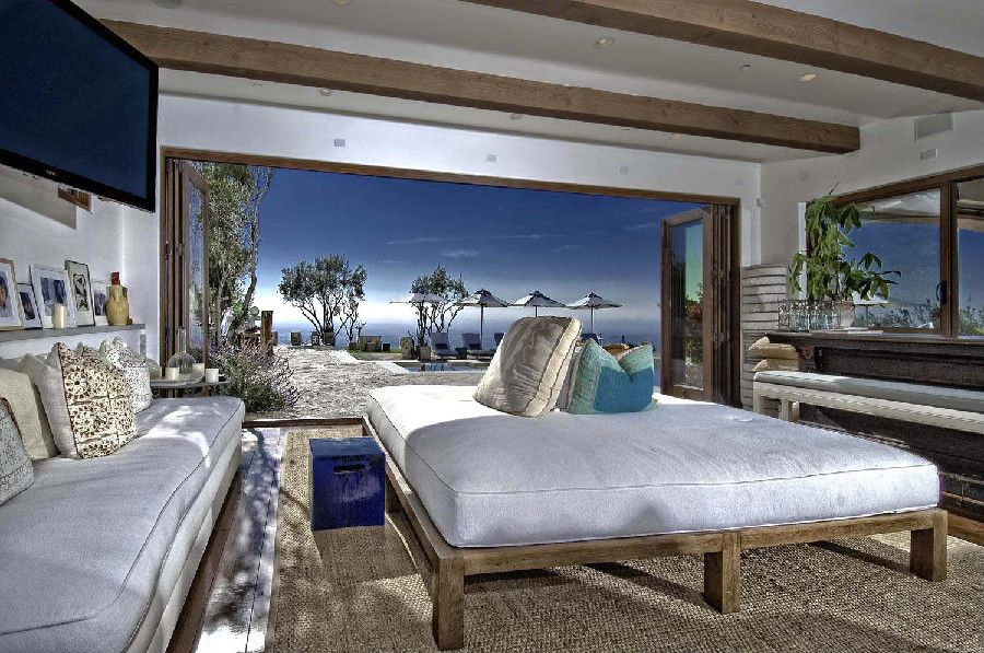 Malibu Oceanfront Home Design With Stunning Ocean View on