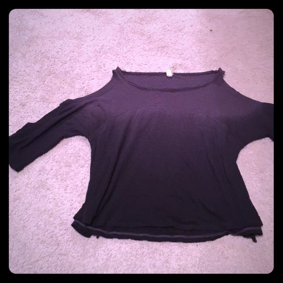 FREE PEOPLE OMBRÉ PURPLE GRAY OPEN SHOULDER/SLEEVE Shoulders/sleeves are open as seen in picture 3- excellent condition!!! Ombré purplish blue 3/4 sleeve Free People Tops Tees - Long Sleeve