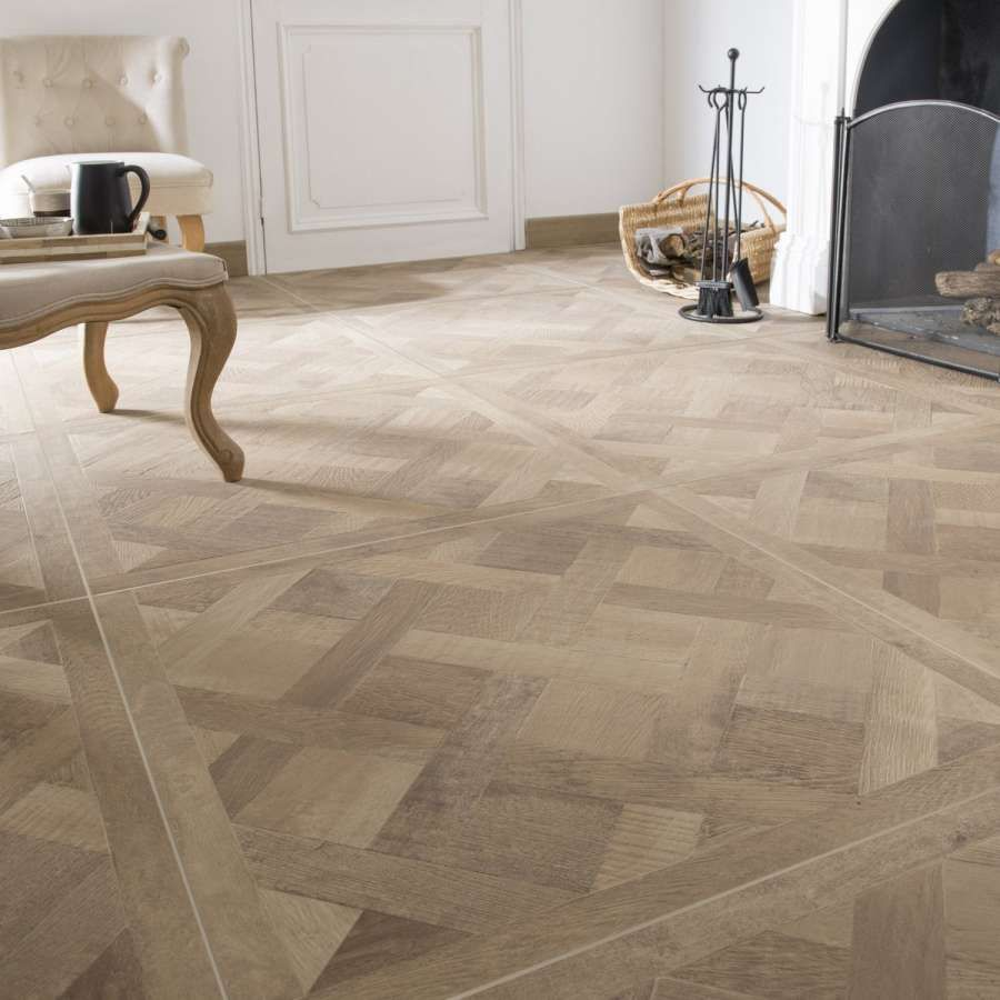 Avis Carrelage Imitation Parquet Rechauffez Vous Avec Le Carrelage Aspect Bois Leroy Merlin 10 Avis Carrelage In 2020 Wooden Floor Tiles Flooring Light Oak Floors