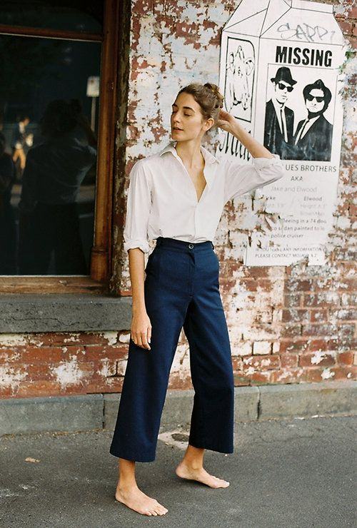 e7dd1fde9d High-waisted dark trousers with a classic white button-up. Culottes Outfit  Work