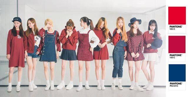 Chụp ảnh cả nhóm thì đừng mặc đồ giống hệt nhau, phối màu theo tông sẽ cool  hơn nhiều! | Phong cách thời trang ...