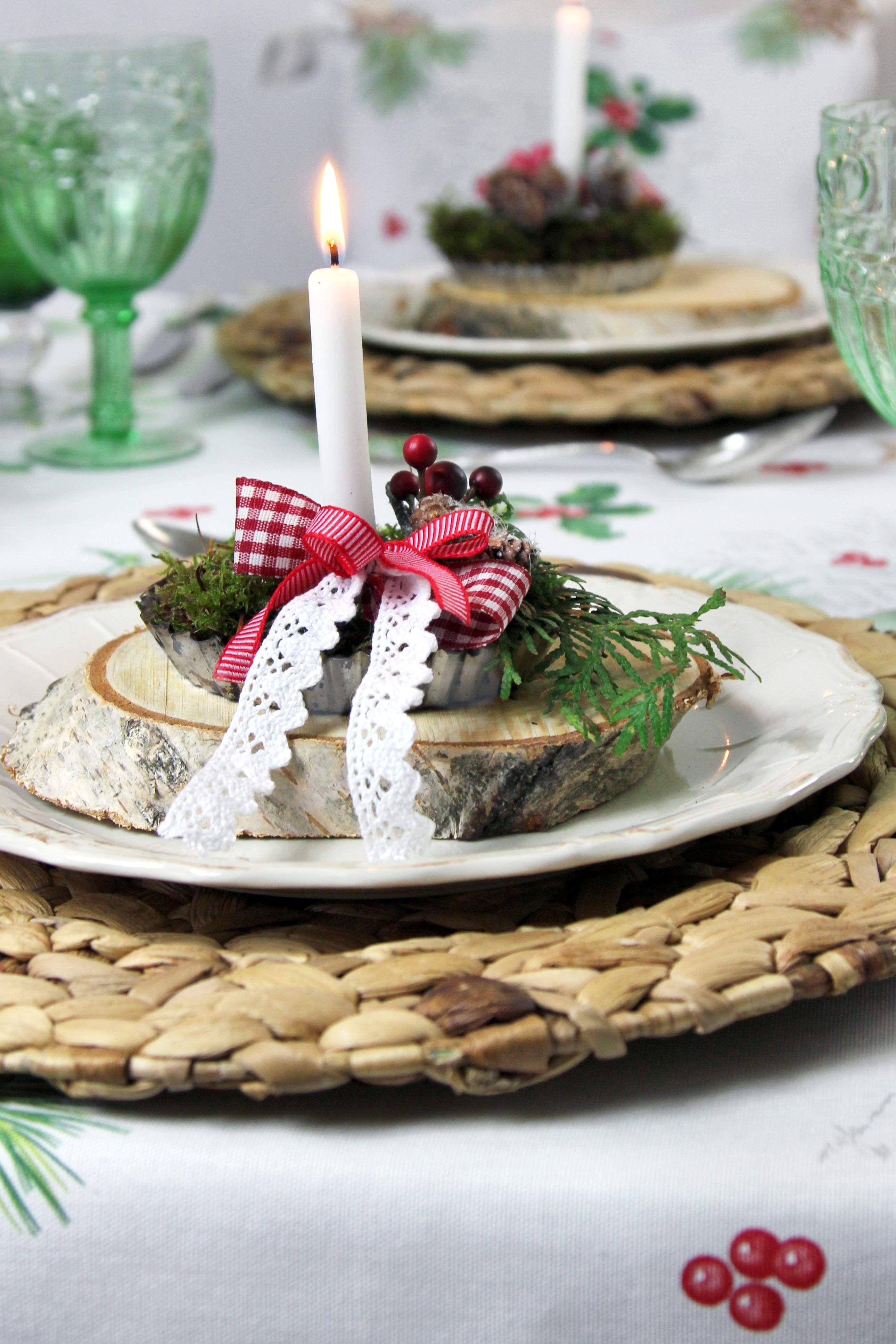 tischdeko zu weihnachten alte tartelettf rmchen mit moos. Black Bedroom Furniture Sets. Home Design Ideas