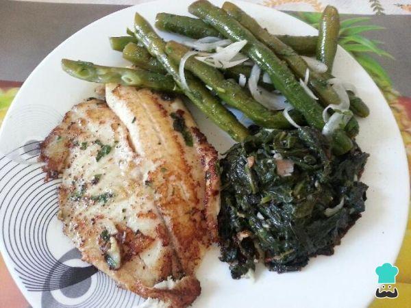 Filé de peixe grelhado com legumes <3  #saudável #robalo #jantar #receita