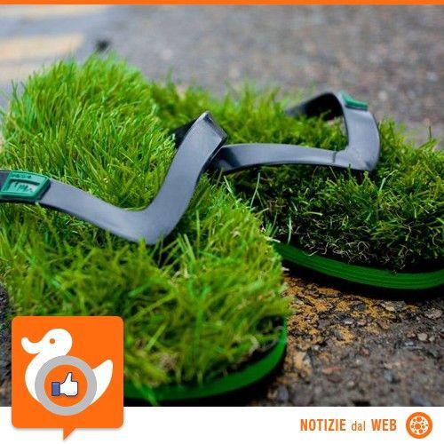 ECO CHIC?  Arriva l'estate, arrivano le infradito! Ne abbiamo viste di tutte le forme e di tutti i colori ma queste sinceramente ci mancavano... se vi piace la sensazione di camminare scalzi sull'erba, un investimento da 50 Dollari è d'obbligo!  http://www.thefancy.com/things/143259540765285443/Kusa-Grass-Flip-Flops