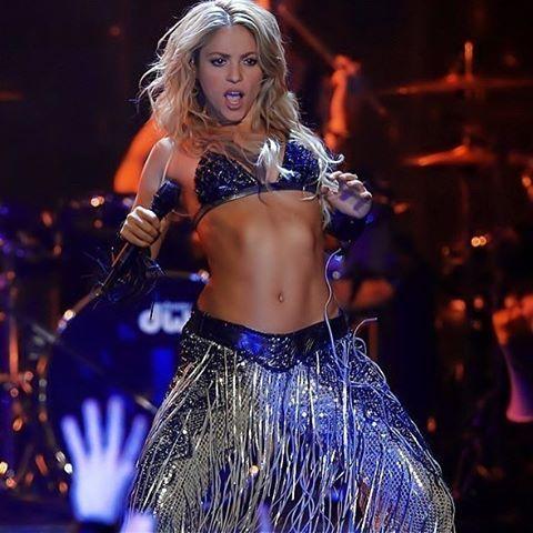 Pin By Paula Kelly On Shakira In 2020 Shakira Shakira Hot Shakira Hips