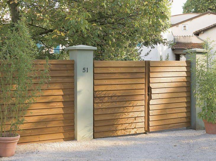 Le Portail Modernite Et Sobriete Leroy Merlin Portail Bois Facade Bois Porte Exterieur