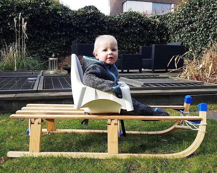 Der Hochstuhl Antilop Von Ikea Ist Zwar Super Praktisch Kommt Aber Ganz Schon Schlicht Daher Wie Du Den Babys Ikea Antilop Ikea Hacken Kinder Baby Schlitten