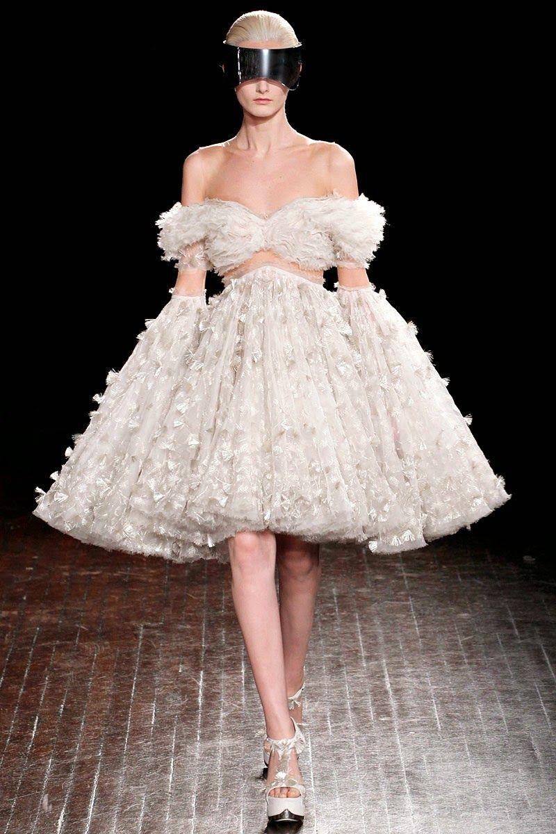 Mcqueen haute couture 2013 robes de mari e haute couture for Alexander mcqueen robe de mariage
