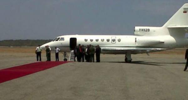 Capturado en video la llegada a Cuba del jefe de las Farc, Rodrigo Londoño Echeverri alias Timochenko, presuntamente en un avión privado de Pdvsa modelo