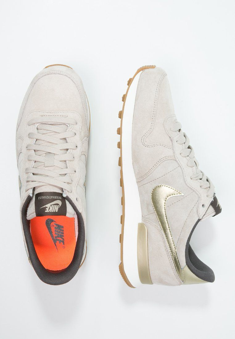 online store 6ee0c 7e505 ... buy baskets nike sportswear internationalist premium baskets basses  string metallic gold grain dark storm beige 9500