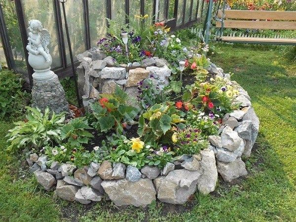 Garden with stones: ideas for the most relaxed lazy gardeners