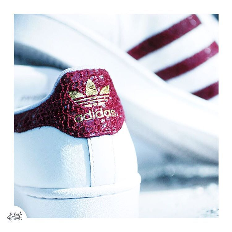 pshiiit_polish sur Instagram : Burgundy Time ! #Bordeaux #superstar #footlocker #autumn